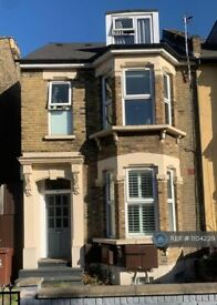3 bedroom flat in Grove Green Road, London, E11 (3 bed) (#1104239)