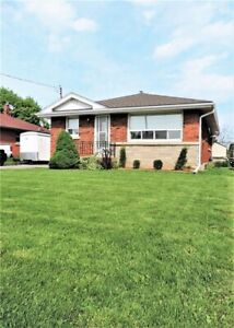 1 Bedroom Basement Apartment - UTILITIES, WIFI & CABLE INCLUDED!