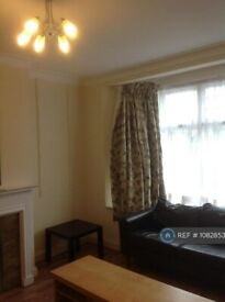 2 bedroom flat in Parade Mansions, London, NW4 (2 bed) (#1082853)
