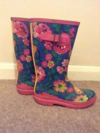 Joules Lovely Floral Pattern Girl's Wellingtons Size 3