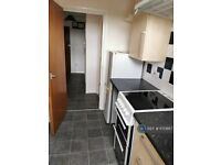 2 bedroom flat in Windrush Court, High Wycombe, HP13 (2 bed) (#1170867)