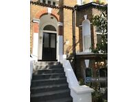 4 bedroom flat in Loughborough Road, London, SW9 (4 bed) (#1132217)