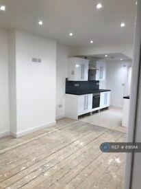 3 bedroom flat in Eastgate Street, Gloucester, GL1 (3 bed) (#891914)