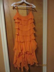 Robe orange en soie portée une seule fois