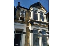 2 bedroom flat in Knotts Green Road, London, E10 (2 bed) (#1049854)
