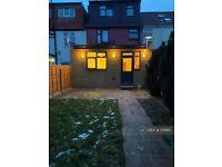 2 bedroom flat in Orchard Road, London, EN3 (2 bed) (#1019111)