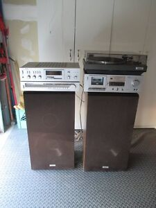 VINTAGE AKAI STEREO SYSTEM WITH SPEAKERS