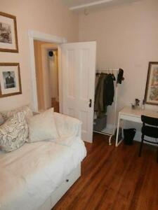 Stunning 3 BR apartment – 1 block to Queen's Kingston Kingston Area image 4