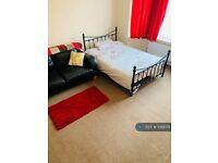 1 bedroom in Edgware, Edgware, HA8 (#1088715)
