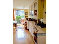 1 bedroom in Elllerslie Rd, London, W12 (#845091)