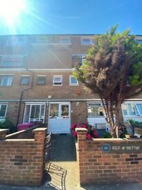 4 bedroom flat in Finwhale House, London, E14 (4 bed) (#1167741)