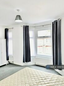 1 bedroom flat in Stafford Road, London, E7 (1 bed) (#1016872)