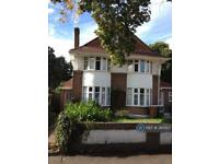 1 bedroom in Manor Green Road, Epsom, KT19