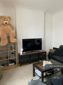 1 bedroom flat in Golders Green Road, London, NW11 (1 bed) (#1067846)