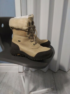 UGGS Adirondack. Like new