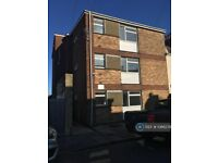1 bedroom flat in Chiltern Court, Gosport, PO12 (1 bed) (#1086378)