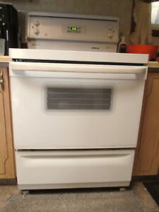 FOR SALE: 30 inch  General Electric Electronic Stove, White