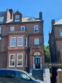 2 bedroom flat in Frognal, London, NW3 (2 bed) (#1132698)