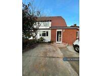 6 bedroom house in Burnham Lane, Slough, SL1 (6 bed) (#1046807)