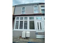 4 bedroom flat in Trinity Road, Southall, UB1 (4 bed) (#1106867)