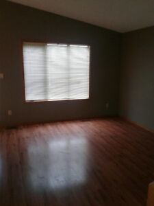 House in Sylvan Lake - 3 Bedroom House for Rent