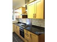 2 bedroom flat in Tudor Mansions, Hendon London, NW4 (2 bed)