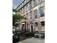 FESTIVAL LET , NEW TOWN, BEAUTIFUL I BED GARDEN FLAT