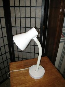 White metal Desk/Table Lamp, great working
