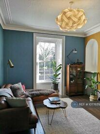 2 bedroom flat in Bank Street, Aberdeen, AB11 (2 bed) (#1077655)