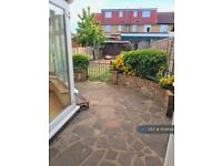 3 bedroom house in Sherwood Gardens, Barking, IG11 (3 bed) (#1104644)