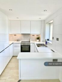 2 bedroom flat in Friern Barnet, Friern Barnet, N11 (2 bed) (#425777)