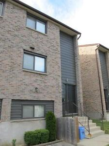 TURN KEY SUMMIT AVE TOWN HOUSE IN LONDON ONTARIO CLOSE TO UWO