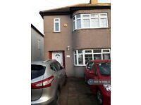 3 bedroom house in Donald Drive, Romford, RM6 (3 bed) (#926833)