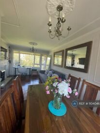 2 bedroom flat in Pullman Gardens, Putney, SW15 (2 bed) (#1104046)