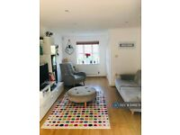 4 bedroom house in Tiverton Way, London, NW7 (4 bed) (#846879)