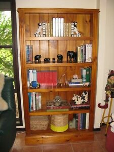 Pine Wood Bookcase Bligh Park Hawkesbury Area Preview