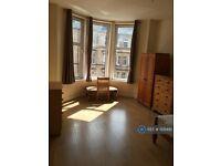 3 bedroom flat in Havelock Street, Glasgow, G11 (3 bed) (#1129492)