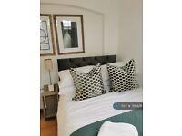 3 bedroom flat in High Road, London, N12 (3 bed) (#789428)