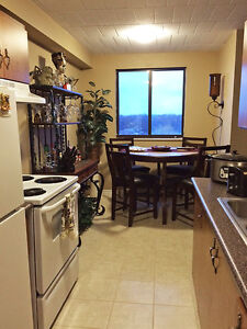 2 Bedroom Windsor Apartment for Rent: Elevators, laundry room
