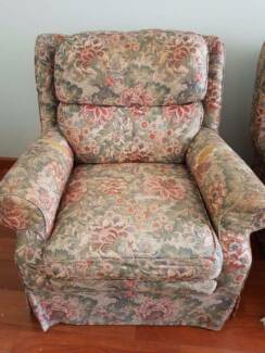 FREE - 3 X MATCHING ARM CHAIRS (FLORAL FABRIC)