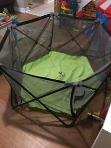 Portable indoor / outdoor playpen