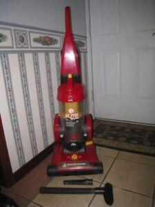 used Hoover Elite Rewind Bagless Vacuum in great working conditi