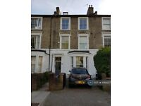 4 bedroom flat in Finsbury Park, London, N4 (4 bed) (#1068227)