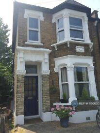 1 bedroom flat in Stanhope Road, London, E17 (1 bed) (#1136603)