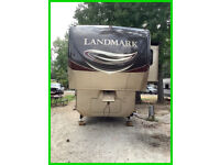 2013 Heartland Landmark LM Rushmore 5th Wheel 39' 3 Slides Sleeps 6 Smart TV
