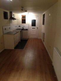 Studio flat with separate Shower room £550 per month