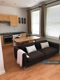 1 bedroom flat in St Johns Hill, Clapham Junction, London, SW11 (1 bed) (#1171315)