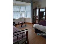 1 bedroom in Eastern Avenue, Ilford, IG4 (#1088179)