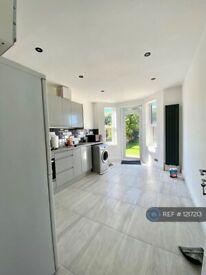 2 bedroom flat in Waldeck Road, London, N15 (2 bed) (#1217213)