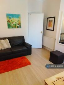 1 bedroom flat in Broomhill Road, Aberdeen, AB10 (1 bed) (#910368)